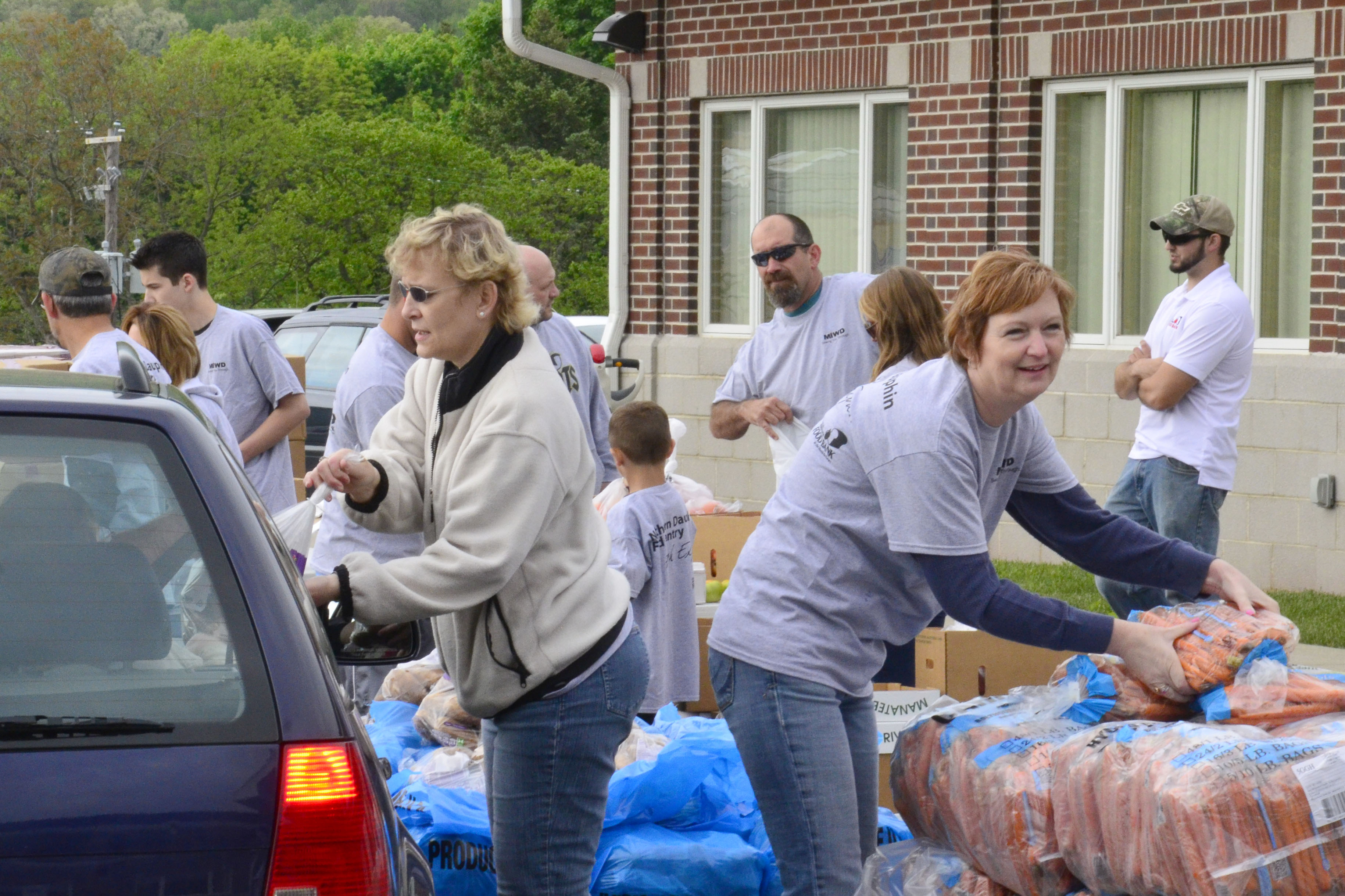 MI Foundation volunteers by distributing fresh produce to local families